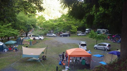 テントサイトの様子 | 八ヶ峰家族旅行村 キャンプ場